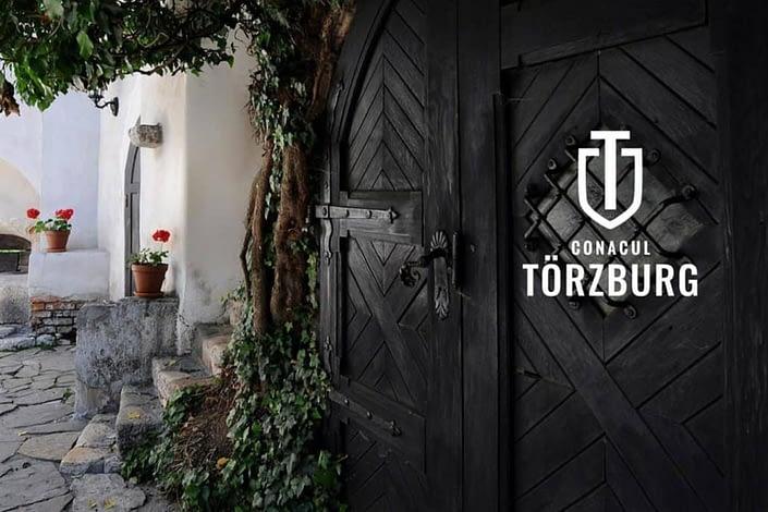 Conacul Törzburg Bran, branding turism, brand turism, brand pensiune, brand boutique hotel, construim brand-uri, Bran, Toud, identitate vizuala, logo pensiune, logo boutique hotel